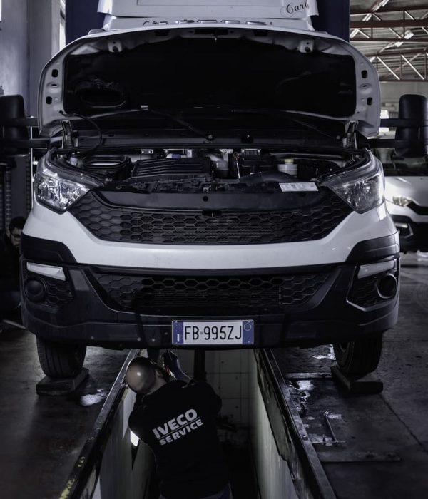 Gurrieri - Officina auto - camion Iveco - Piaggio a Vittoria